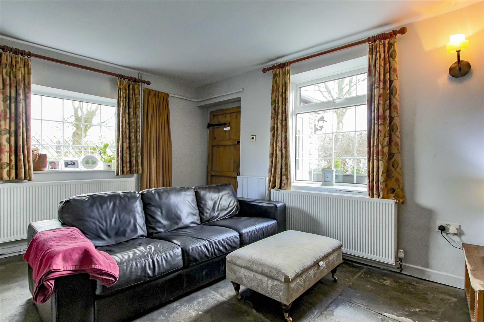 4 Bedroom Detached House For Sale - p033686_28.jpg